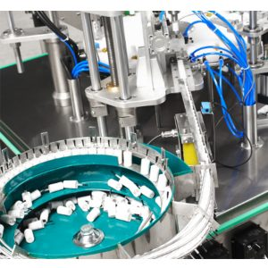 Автоматска машина за полнење и затворање на лак