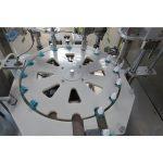 Течна машина за полнење и приклучување и затворање на средства против комарци